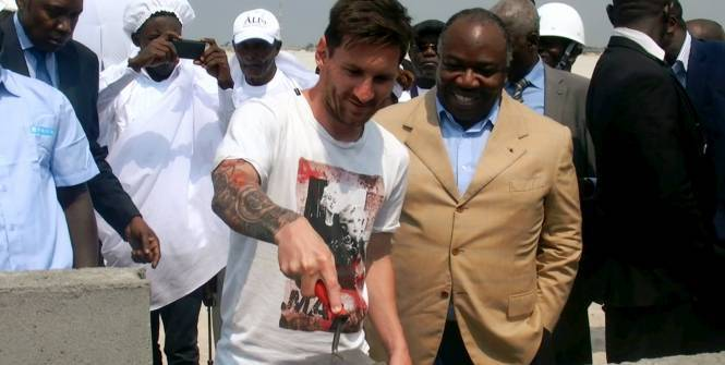 messi-gabon-pose-pierre